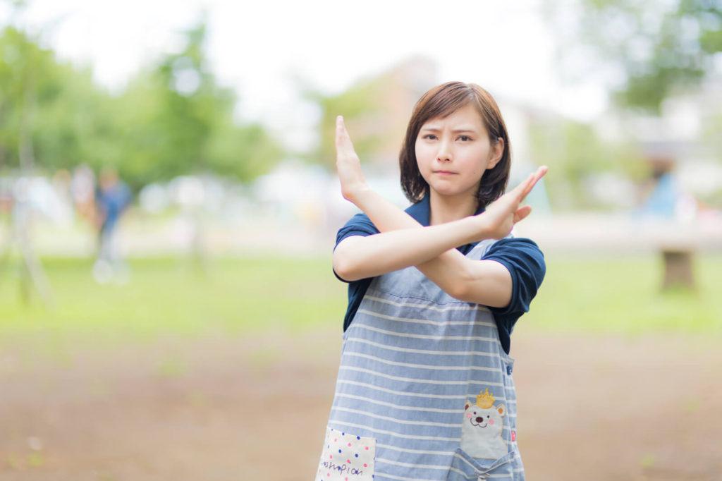 賃貸の仲介手数料を0円の勘違いを示す女性