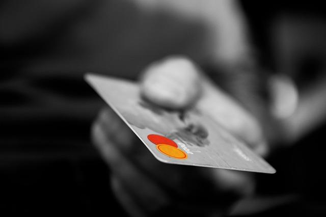 保証会社審査に関わるクレジットカードのブラックリストをイメージさせる写真