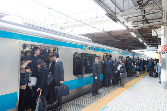 【上石神井駅の1人暮らし】電車が混雑している様子