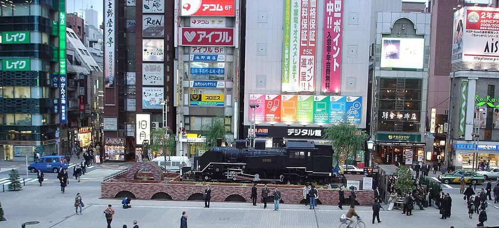 新橋駅の駅前